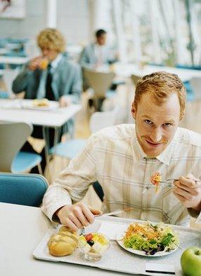 上班族午餐怎么吃饭后才不犯困