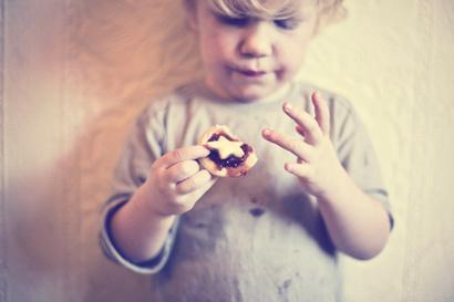 小男孩吃糖头像