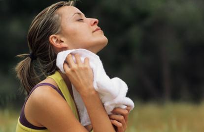 女人这些部位出汗预示疾病